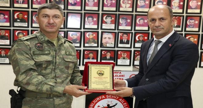 20. Zırhlı Tuğay'dan  Başkan Yavuz'a Plaket