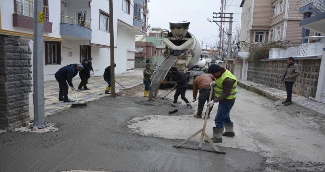 Dicle mahallesinde sokak beton çalışmaları başladı.