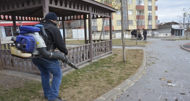 Parklarda bahar temizliğine başlandı