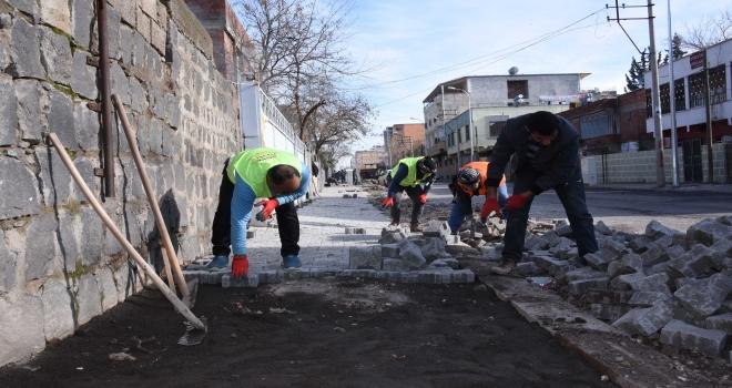 Güney mahallesinde Kaldırım onarım çalışmalarına başlandı