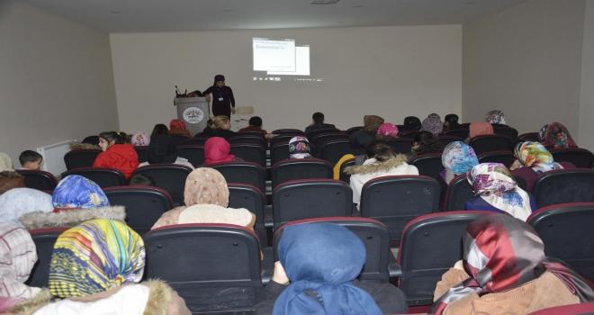 Kadınlar seminerlerle bilgilendiriliyor
