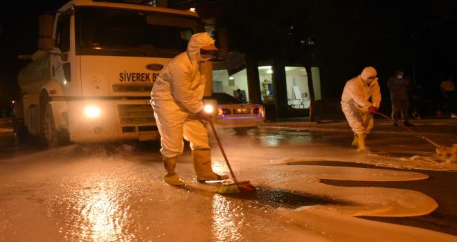 Siverek'te cadde ve sokaklar köpüklü dezenfektanlarla yıkanıyor
