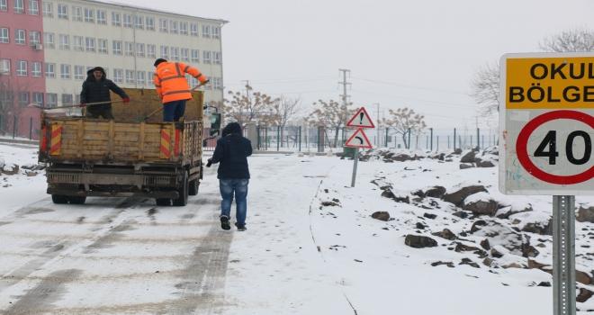 Siverek'te Kar Temizliği Ve Tuzlama Çalışmaları Sürüyor