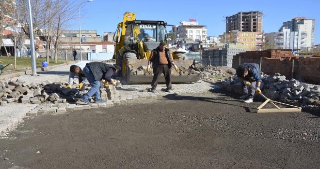 Sokaklarda Kilit taşı döşeme çalışmalarına başlandı.