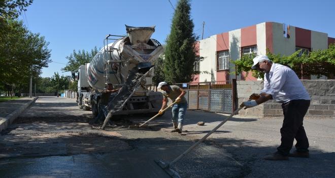 Beton yol bakım ve onarım çalışmaları sürüyor