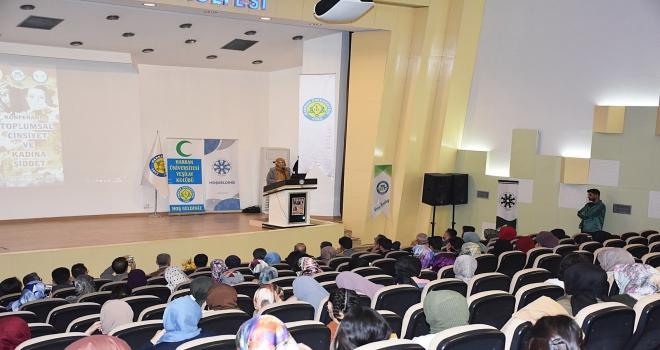 Yazar Cihan Aktaş HRÜ'de Toplumsal Cinsiyet Üzerine Bir Konferans Verdi