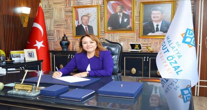 """Rektör Karabulut, """"Cumhuriyetimizin 96. kuruluşyıldönümünü onurla, gururla ve coşkuylayürekten kutluyoruz"""""""