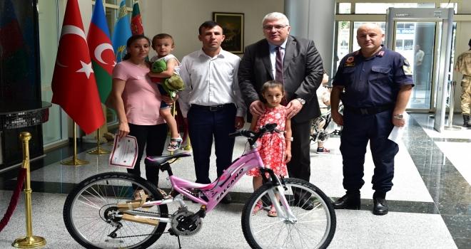 Dikkatli Çocuklar Bisikletle Ödüllendirildi.