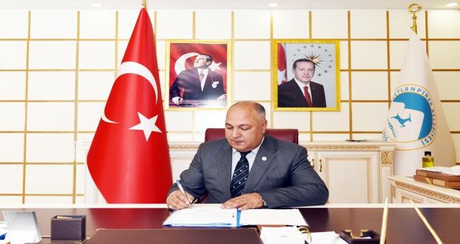 Ceylanpınar Belediye Başkanı Feyyaz Soylu,maaşını bağışlayarak kampanyaya destek oldu.