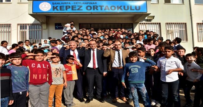 Başkan Aksak'tan şehit öğrencilerin okuluna ziyaret