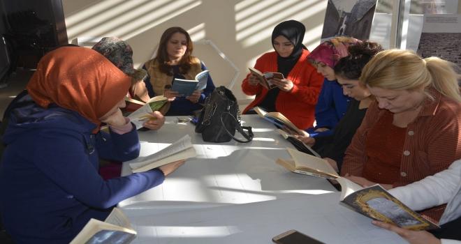 Siverek Belediyesi Kadın Aile Hizmetleri biriminde kitap okuma etkinliği