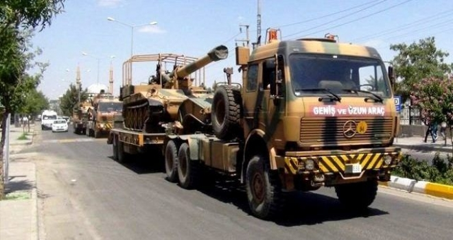 Akçakale'ye askeri sevkiyatlar sürüyor