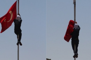 Bayrak indirmeye ilk ceza