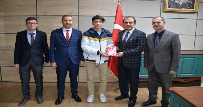 Türkiye 3.sü Olan Öğrencimiz Müdürlüğümüzü Ziyaret Etti