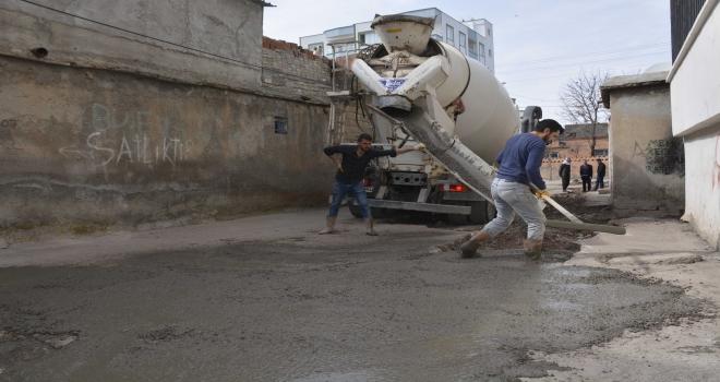 Siverek'te beton yol çalışmaları sürüyor