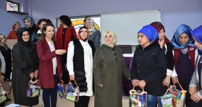 """Harran Üniversitesi'nin Katkılarıyla """"Anne Kız El Ele"""" Projesi Siverek'te Devam Ediyor"""