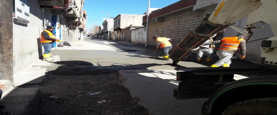 Cadde ve sokaklarda yol çalışmaları sürüyor
