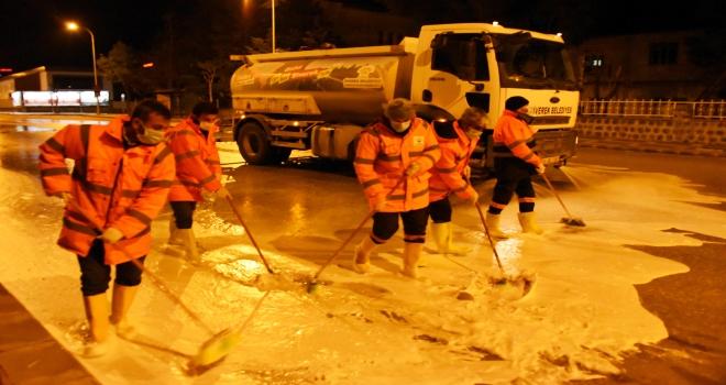 Siverek'te Belediye Ekipleri Gece Çalışmaları Devam Ediyor