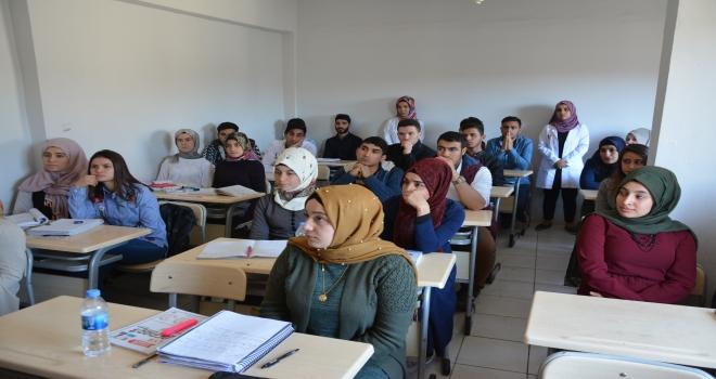 Gençlik Evlerindeki 82 öğrenci üniversiteli oldu