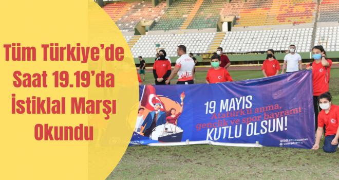 Tüm Türkiye'de Saat 19.19'da İstiklal Marşı Okundu