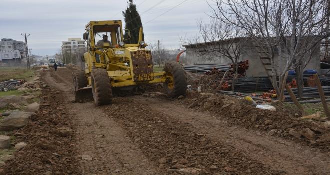 Fırat Mahallesinde yol yapım çalışmaları sürüyor