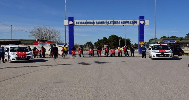 Sınırın sıfır noktasında Türk bayrakları ve pedallarla Afrin'e destek