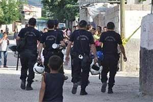 Yoldan geçme kavgası 3'ü polis 14 yaralı